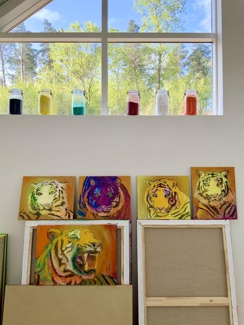 ATELIER-KAISERBORGEN. Tigermalerier af Uffe Christoffersen
