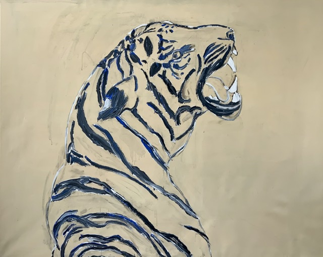 TIGER GROWL I. - 2020. 130x162 cm. (Malet op med en sort farve blandet med hvidt og purpur kobolt blå) Uffe Christoffersen. Atelier-Kaiserborgen.
