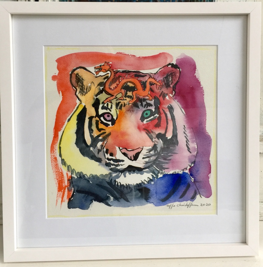 Tiger watching a red dragon - White wood frame 50x50 cm with real glas - Watercolor. Uffe Christoffersen. Atelier-Kaiserborgen.
